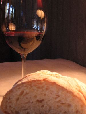 Bread_and_wine1
